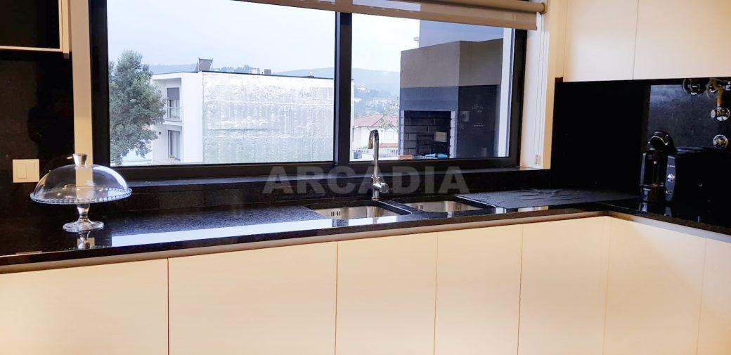 Moradia-V3-Merelim-Sao-Pedro-Rc-cozinha-janela-