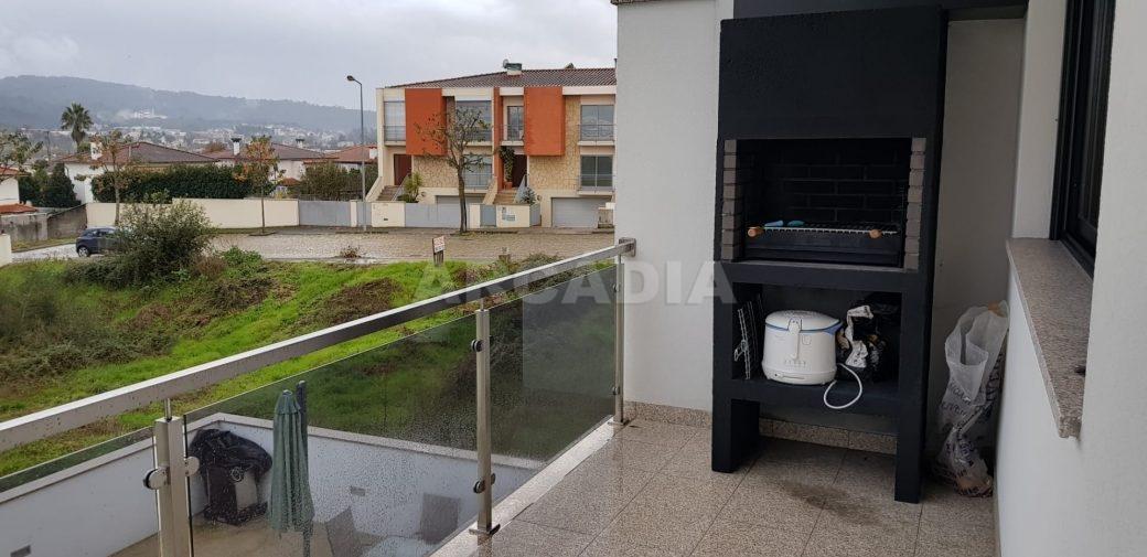Moradia-V3-Merelim-Sao-Pedro-Rc-varanda-churrasco