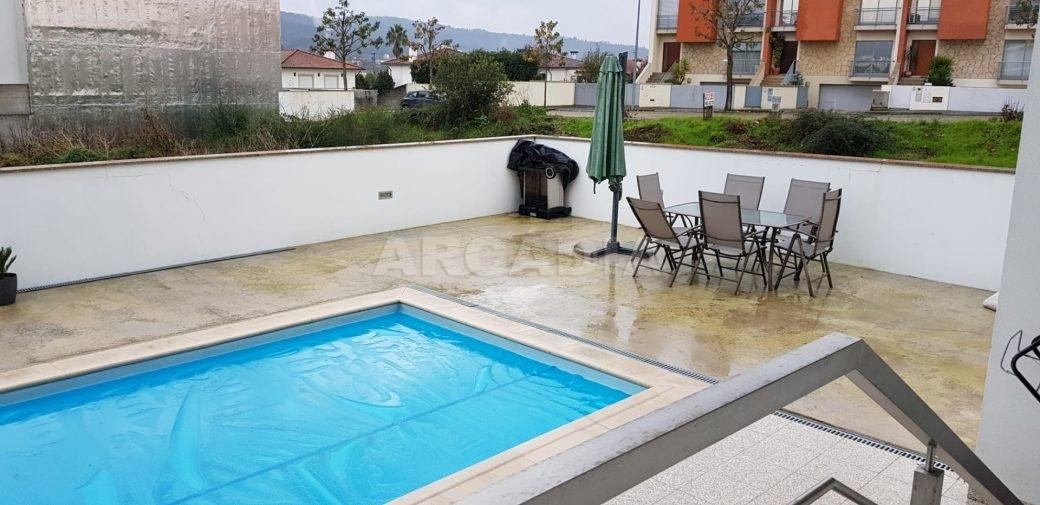 Moradia-V3-Merelim-Sao-Pedro-cave-piscina