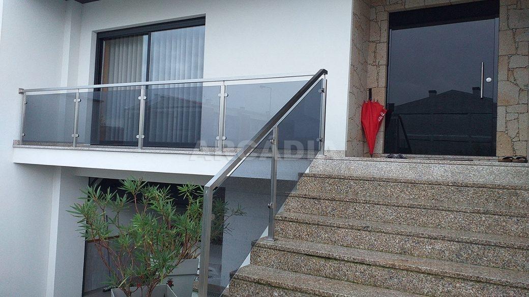 Moradia-V3-Merelim-Sao-Pedro-entrada-escadas