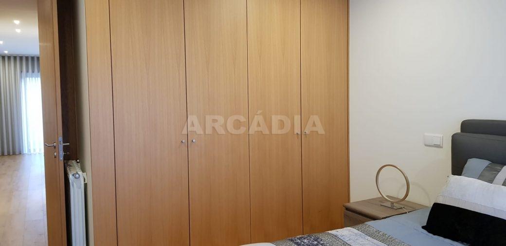R-Moradia-V3-Merelim-Sao-Pedro-1andar-quarto-1-armarios-embutidos