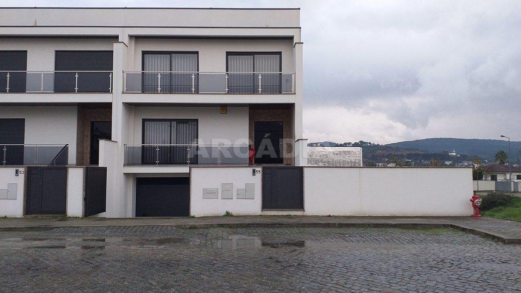 R-Moradia-V3-Merelim-Sao-Pedro-entrada-fachada