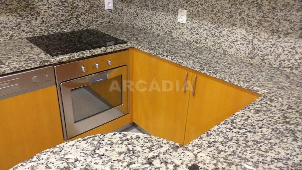 T2-Para-Arrendar-ao-Lado-da-Se-10-cozinha