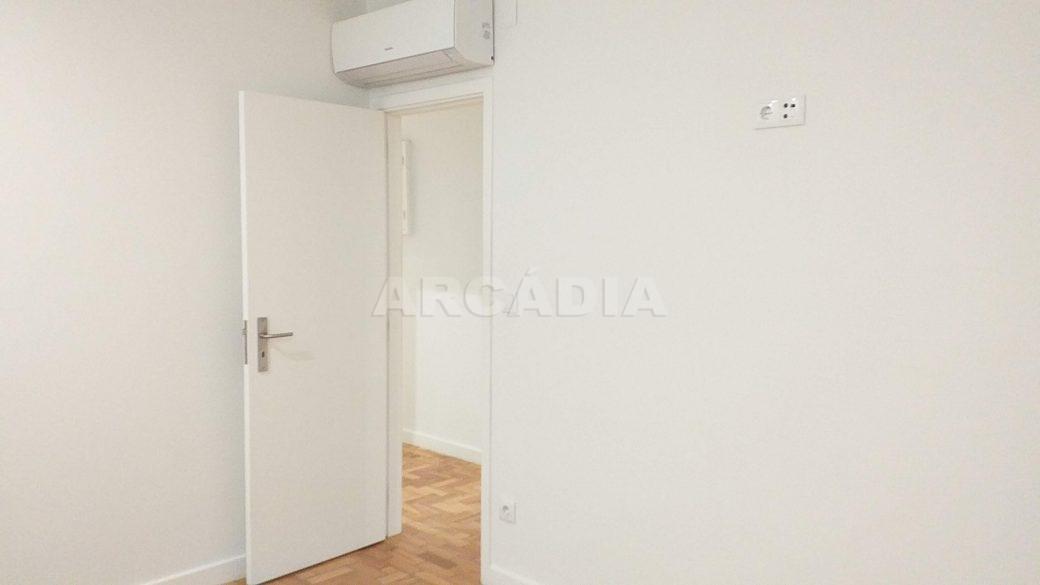 T2-Para-Arrendar-ao-Lado-da-Se-15-quarto-1