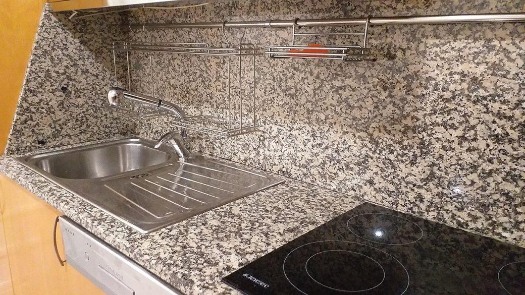 T2-Para-Arrendar-ao-Lado-da-Se-36-cozinha-detalhe