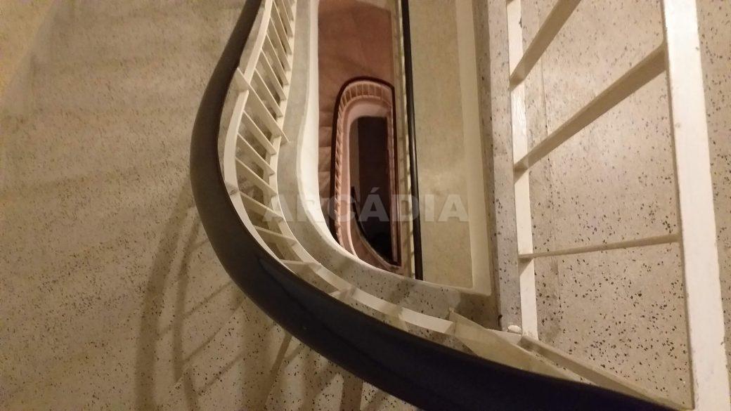 T2-Para-Arrendar-ao-Lado-da-Se-38-escadas