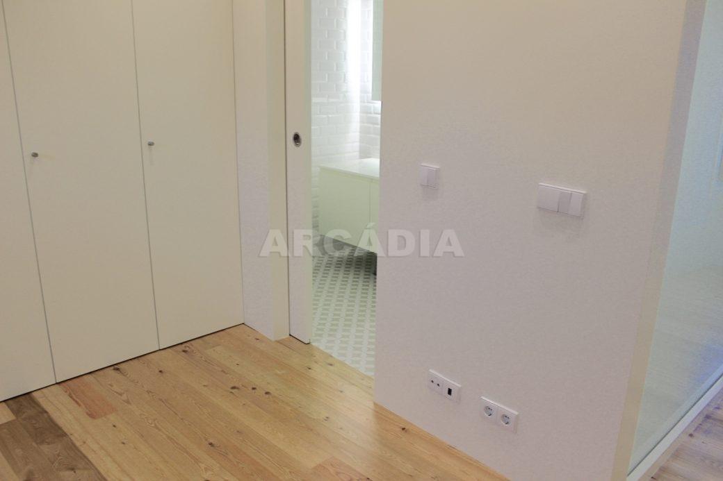 Predio-Moradia-restaurado-em-sao-vicente-braga-22-suite-entrada-wc