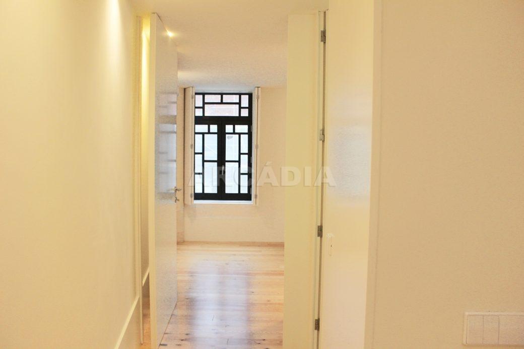 Predio-Moradia-restaurado-em-sao-vicente-braga-29-entrada-quarto