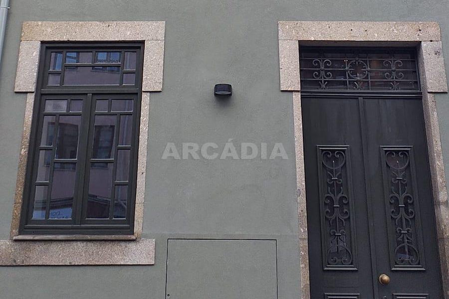 Predio-Moradia-restaurado-em-sao-vicente-braga-30-porta-entrada-detalhe
