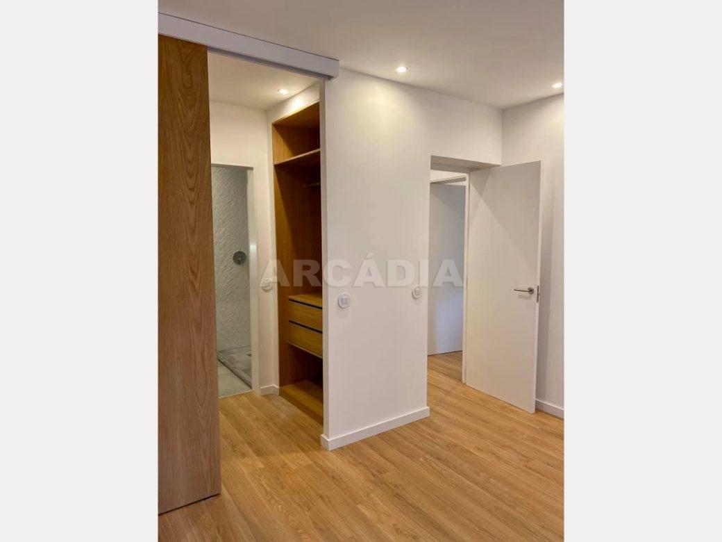 apartamento-t2-restaurado-no-centro-de-braga-closet