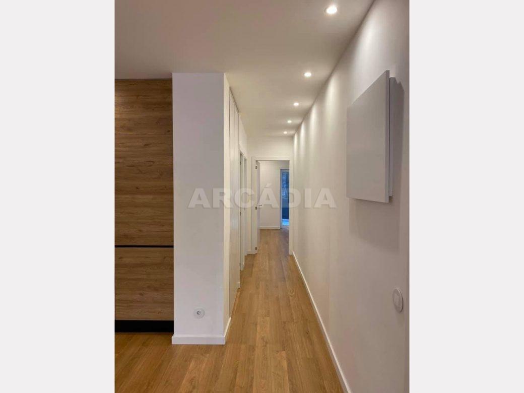 apartamento-t2-restaurado-no-centro-de-braga-corredor