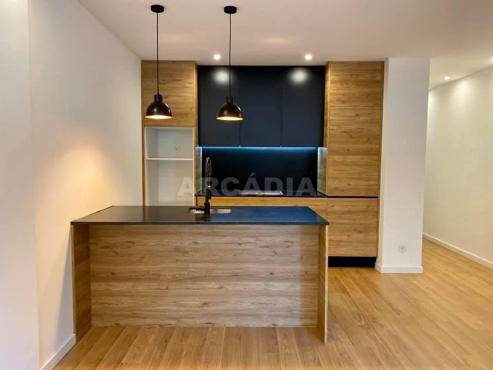 apartamento-t2-restaurado-no-centro-de-braga-cozinha-sala
