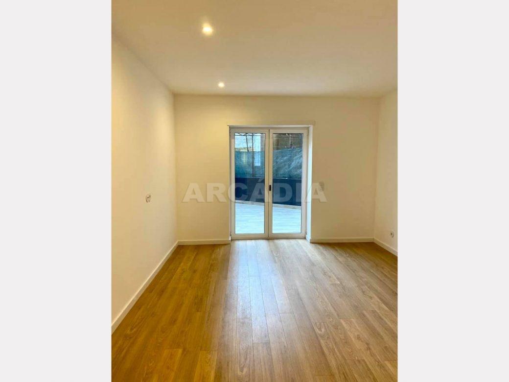 apartamento-t2-restaurado-no-centro-de-braga-sala-terraco