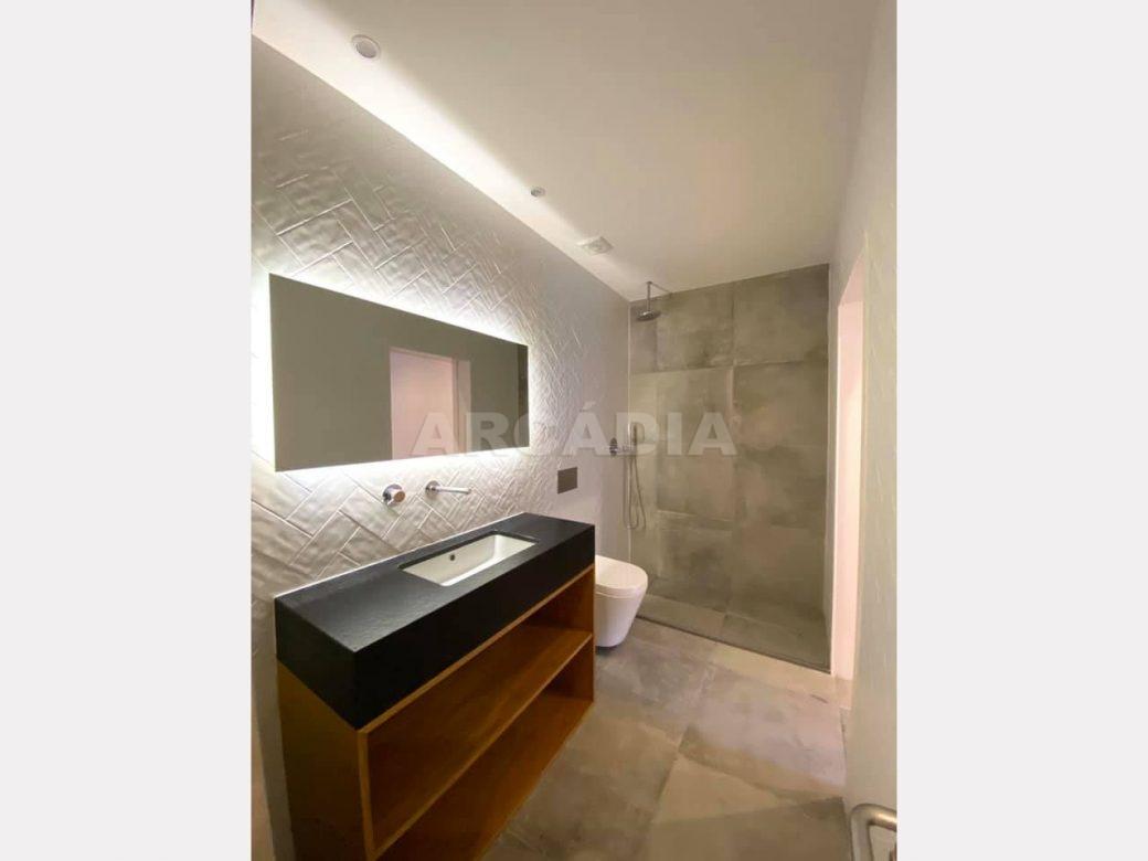 apartamento-t2-restaurado-no-centro-de-braga-wc-completa