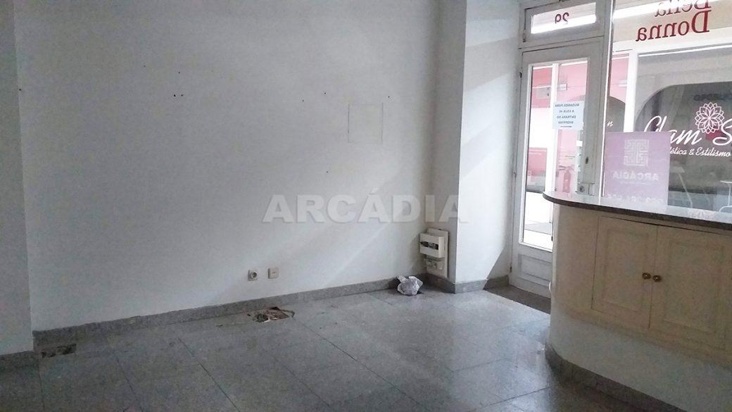Arcadia-Imobiliaria-Loja-Arrendar-Centro-Comercial-Braga-3622-10-parede-entrada