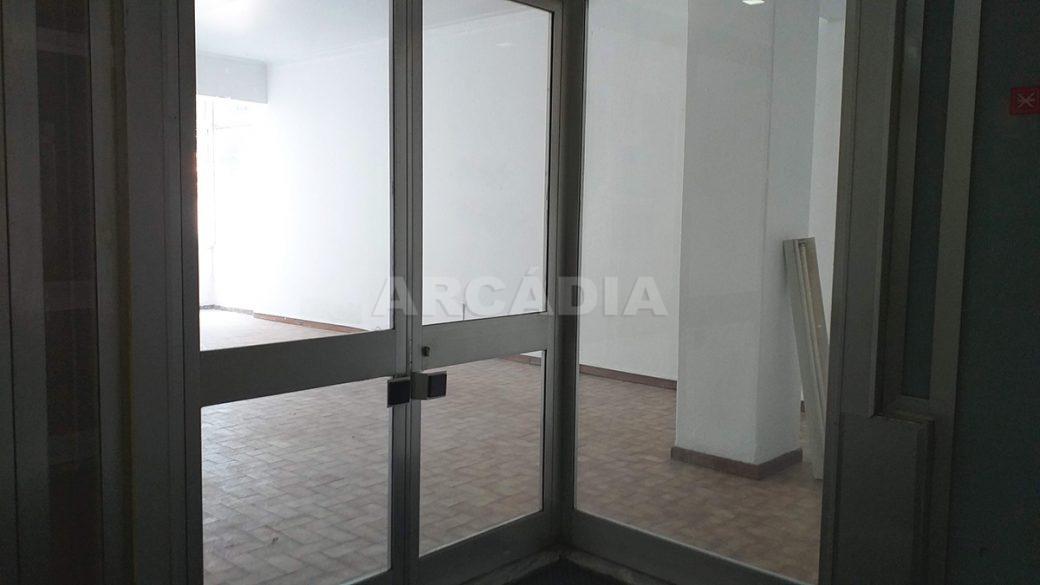 Venda-Arcadia-Imobiliaria-Loja-Centro-Comercial-Galecia-2