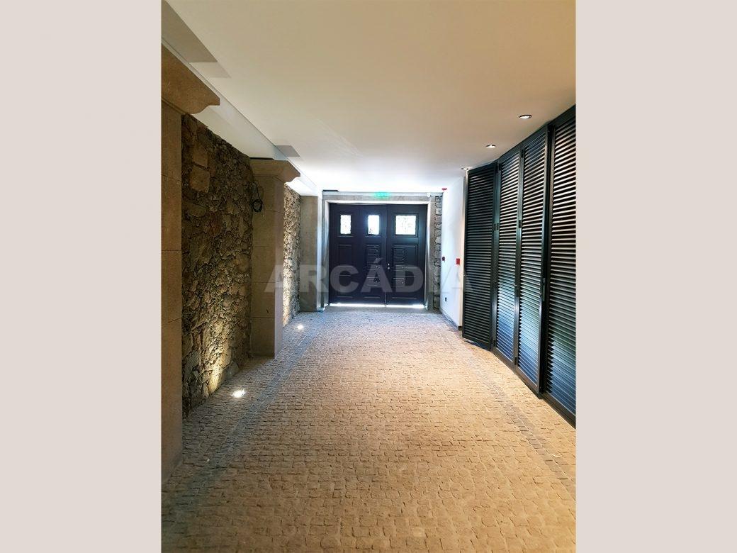 Arcadia-Imobiliaria-T0-Luxo-Av-Central-Braga-1-entrada