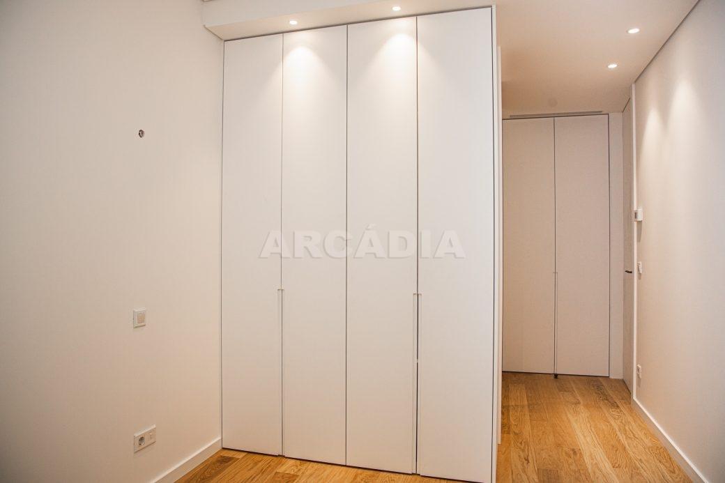 Arcadia-Imobiliaria-T0-Luxo-Av-Central-Braga-10-quarto