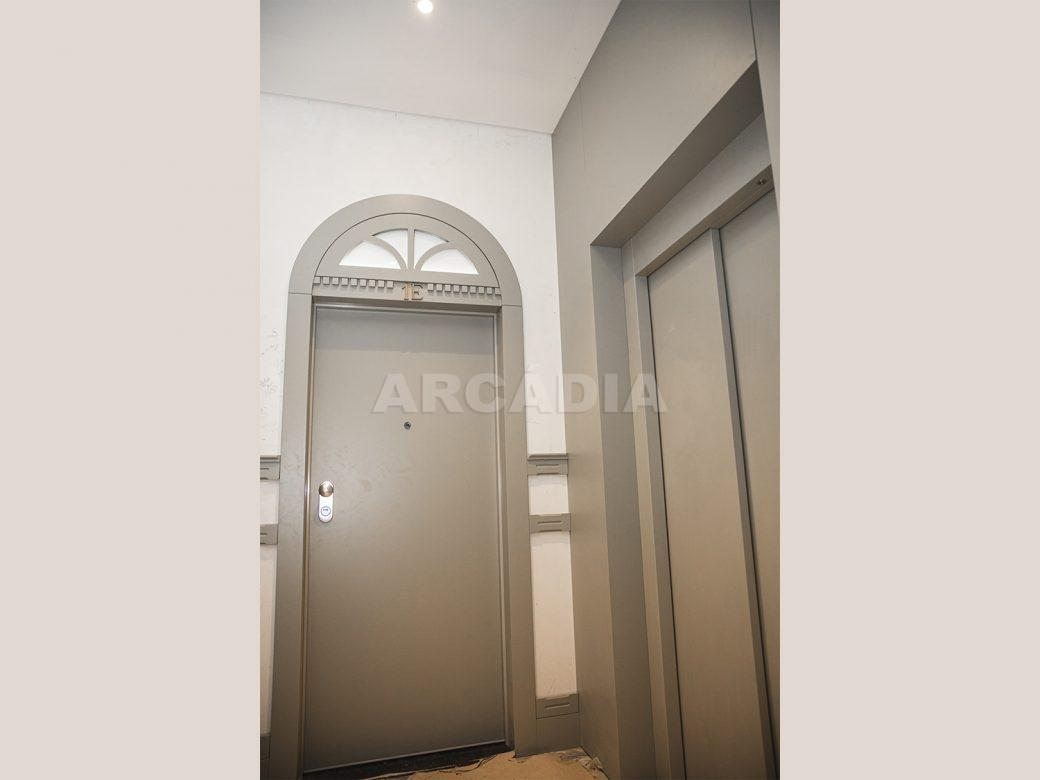 Arcadia-Imobiliaria-T0-Luxo-Av-Central-Braga-11-elevador