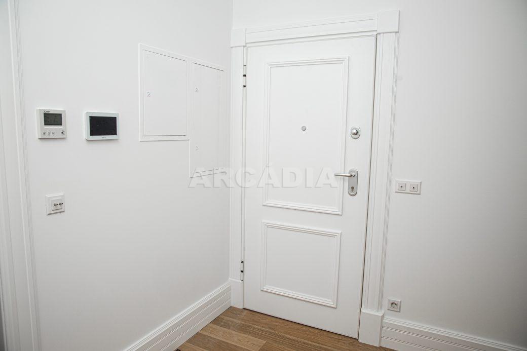 Arcadia-Imobiliaria-T2-Luxo-Av-Central-Braga-5-entrada