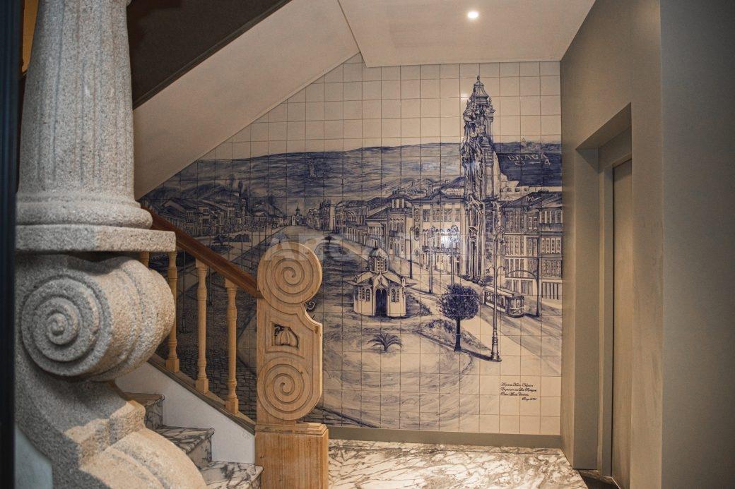 Arcadia-Imobiliaria-T2-Piso-2-Luxo-Av-Central-Braga-12-escadas