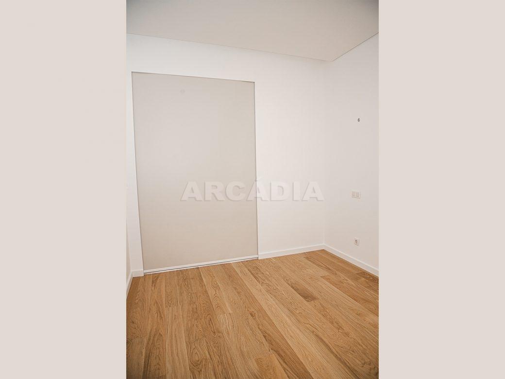 Arcadia-Imobiliaria-T2-Piso-2-Luxo-Av-Central-Braga-7-soalho-madeira