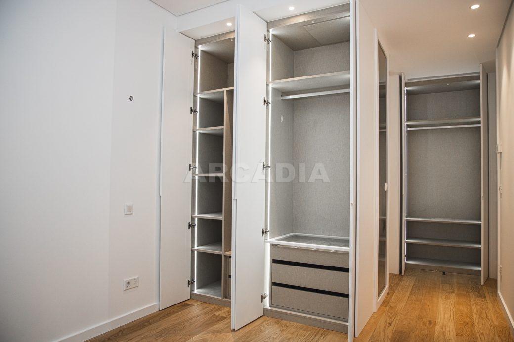 Arcadia-Imobiliaria-T2-Piso-2-Luxo-Av-Central-Braga-8-armarios-embutidos