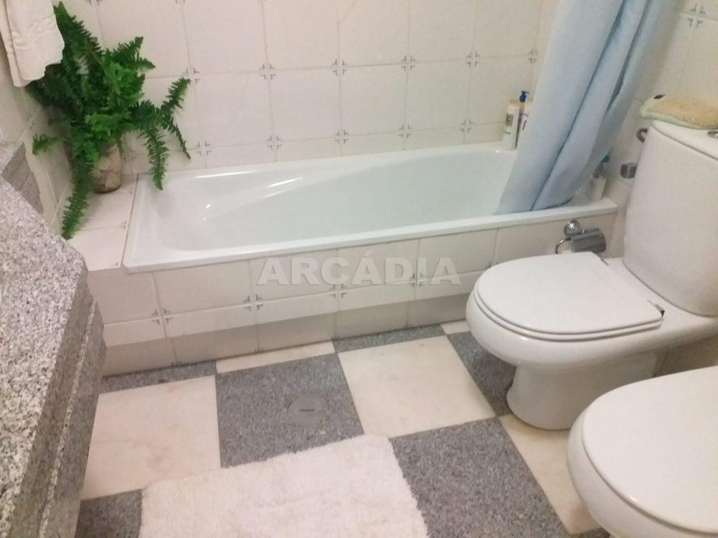 arcadia-imobiliaria-T3-com-boas-areas-perto-central-camionagem-17-wc