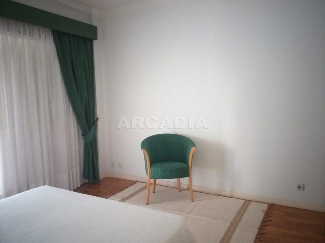 arcadia-imobiliaria-T3-com-boas-areas-perto-central-camionagem-4-quarto-