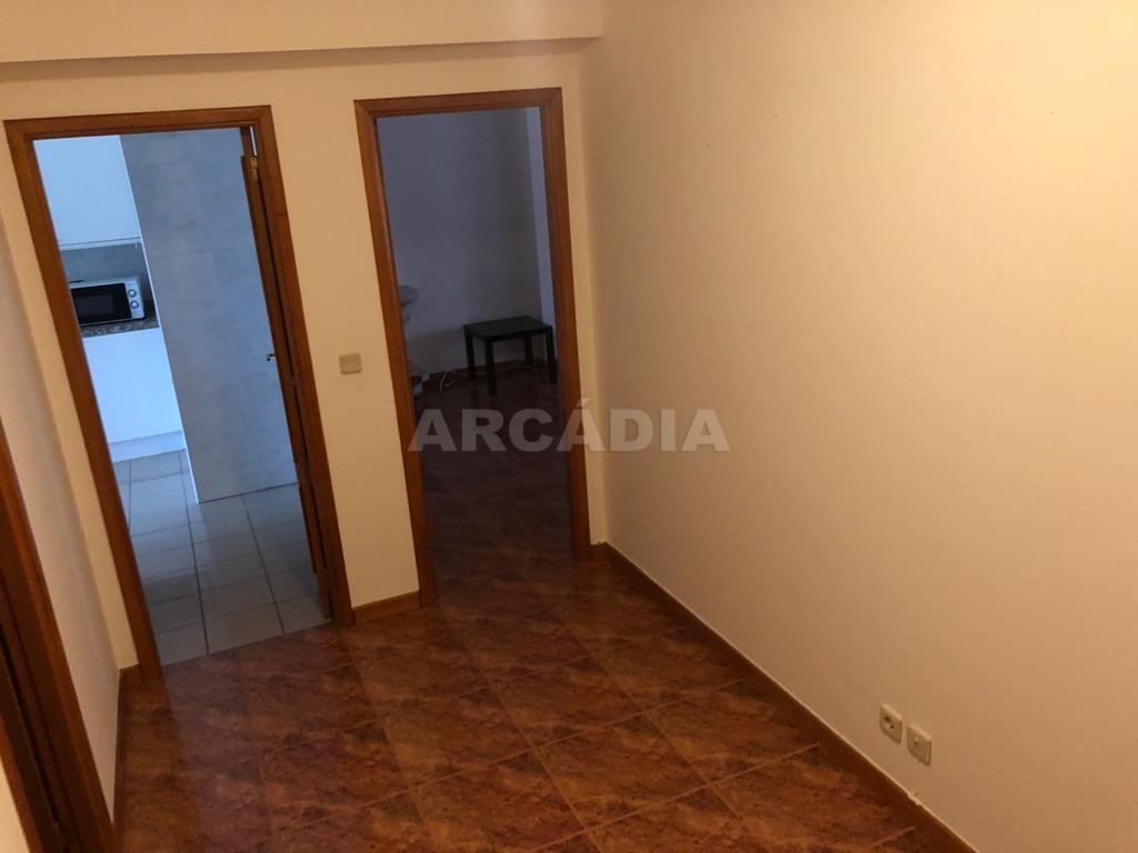 arcadia.imobiliaria.apartamento.t2.lamacaes.com.garagem.individual.17